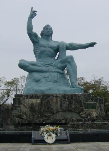 平和祈念像 平和公園の平和祈念像 出島の史跡 めがね橋  神話の里 高千穂峡と湯布院・長崎・美肌